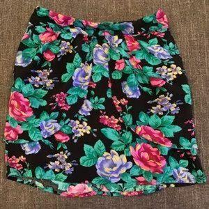 EUC MinkPink Floral Tulip Skirt Size Medium